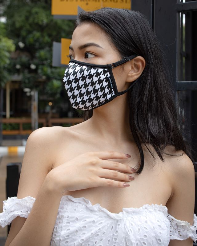 woman wearing styleseal houndstooth air pollution mask